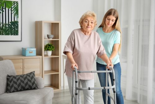 Why seniors should consider in-home physical therapy
